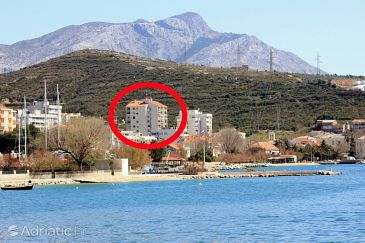 Property Dugi Rat (Omiš) - Accommodation 8666 - Apartments with pebble beach.