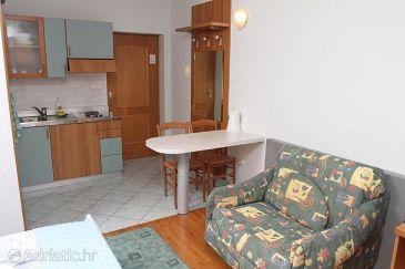 Podstrana, Dining room u smještaju tipa studio-apartment, dostupna klima i WIFI.