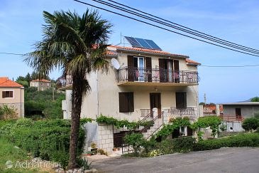 Property Vrisnik (Hvar) - Accommodation 8733 - Apartments with pebble beach.