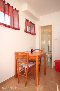 Komiža, Dining room u smještaju tipa studio-apartment, dopusteni kucni ljubimci i WIFI.