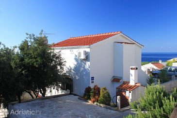 Property Rukavac (Vis) - Accommodation 8897 - Apartments with pebble beach.
