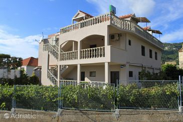 Property Komiža (Vis) - Accommodation 8911 - Apartments with pebble beach.