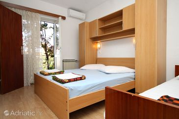 Room S-9128-c - Apartments and Rooms Makarska (Makarska) - 9128