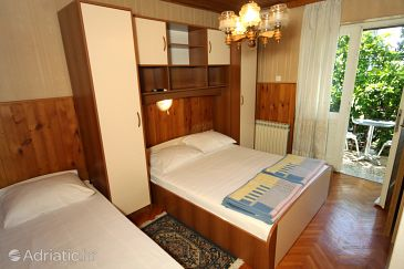 Room S-9128-e - Apartments and Rooms Makarska (Makarska) - 9128