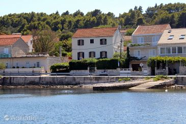 Property Lumbarda (Korčula) - Accommodation 9135 - Apartments near sea with rocky beach.