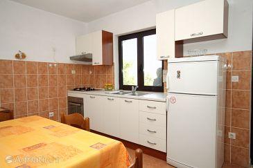 Kne a appartement de deux chambres avec la terrasse a for Cuisine 9269