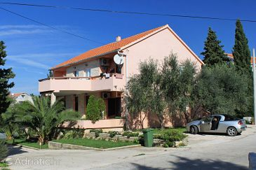 Property Novalja (Pag) - Accommodation 9383 - Apartments with pebble beach.