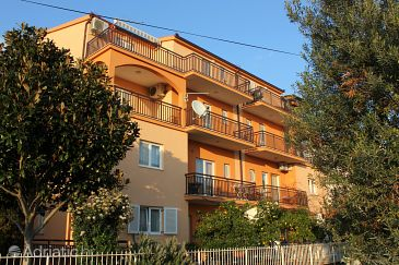 Property Seget Donji (Trogir) - Accommodation 9448 - Apartments near sea with pebble beach.
