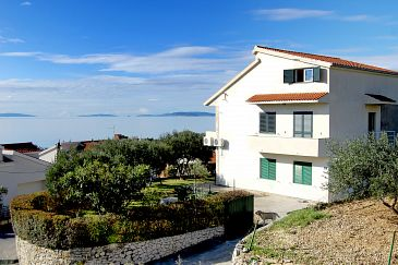 Property Podstrana (Split) - Accommodation 9457 - Apartments with pebble beach.