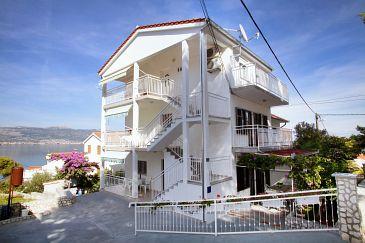 Obiekt Slatine (Čiovo) - Zakwaterowanie 972 - Apartamenty blisko morza ze żwirową plażą.