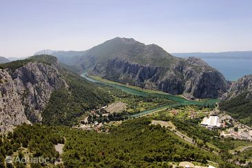 Zakučac u rivijeri Omiš (Srednja Dalmacija)